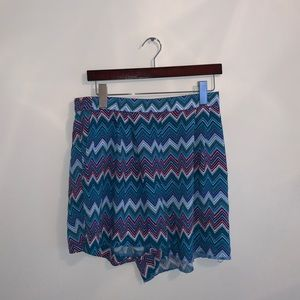 H&M Blue & Red zigzag shorts size 10